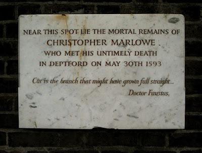 Buscando a Shakespeare desesperadamente: la teoría Marlowe. Placa conmemorativa de la muerte de Marlowe. Fuente:hinocinte.blogspot.com