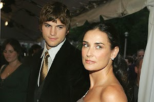 Demi Moore and Ashton Kutcher officially divorced