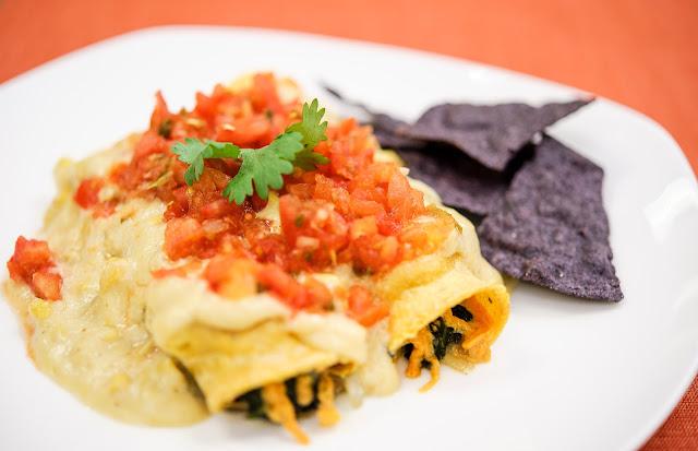 Enchiladas rellenas de elote y verduras