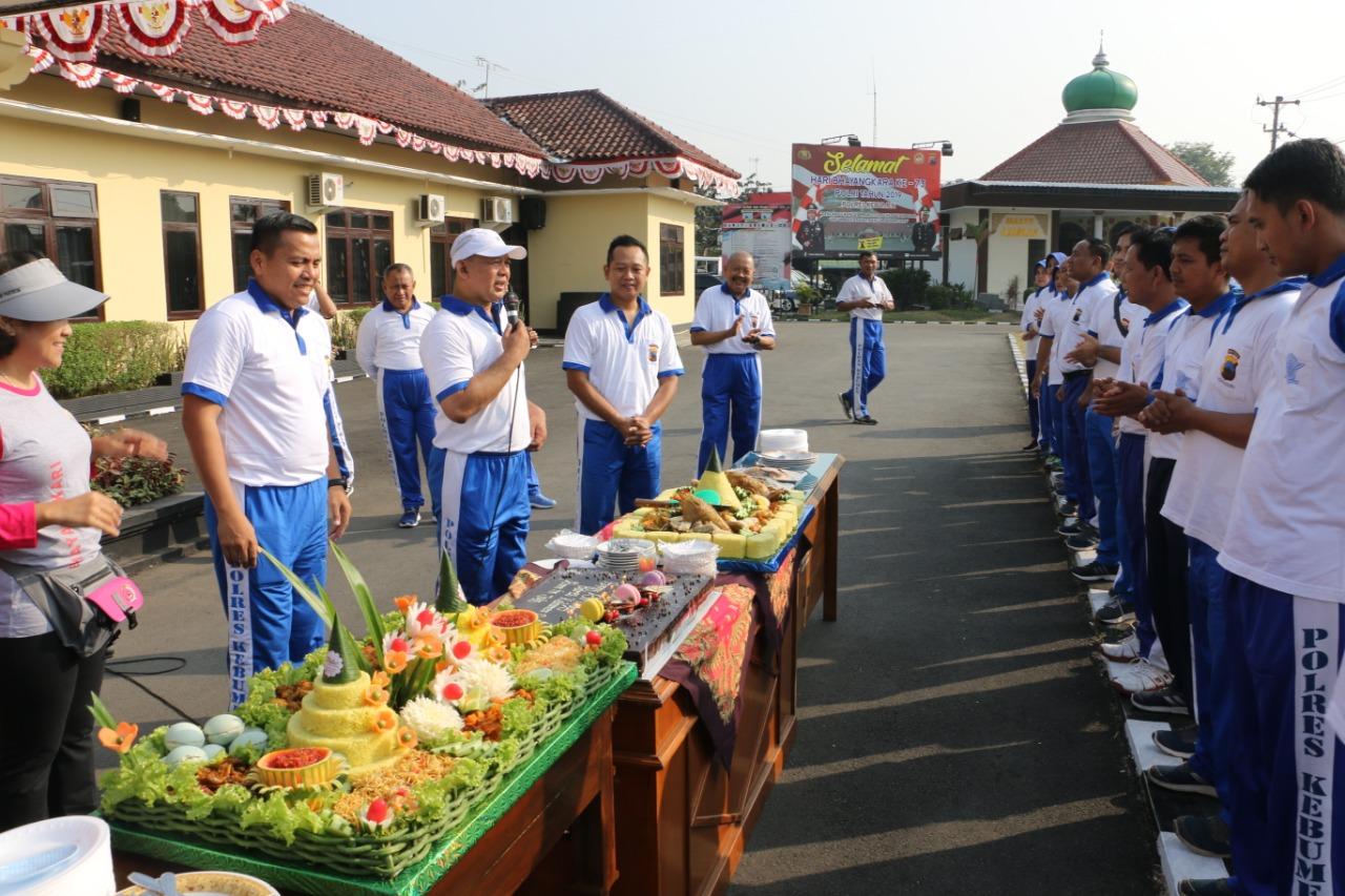 Wow, Ada 90 Polisi di Polres Kebumen Mendapat Kejutan Tumpeng Nasi Kuning