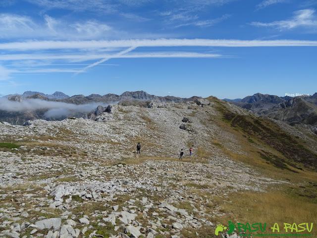 Ruta a Peña Chana: Hacia Picos Blancos