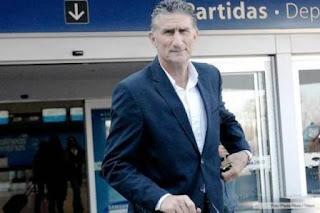 """El """"Patón"""" insistió en que no intentará """"convencer"""" a Messi de que reconsidere la decisión de no volver a vestir la camiseta argentina, que tomó tras perder la final de la Copa América Centenario ante Chile en Estados Unidos."""
