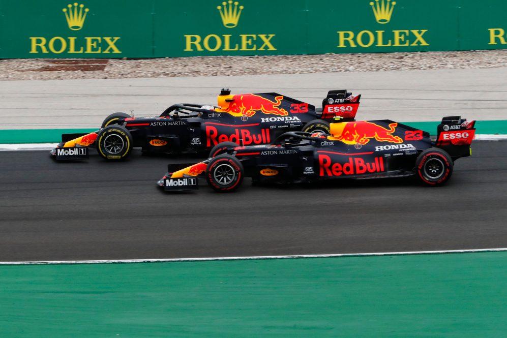 Albon acabou perdendo sua vaga na Red Bull por não ter conseguido acompanhar o ritmo de Verstappen de forma consistente, tanto na qualificação quanto nas corridas, durante seu ano e meio com a equipe.
