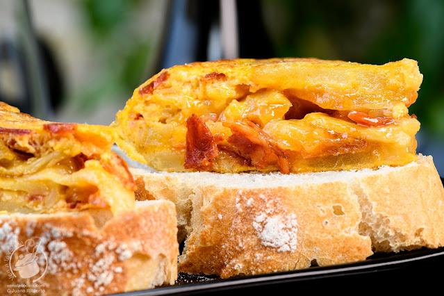 Tortilla española de patatas con chorizo ibérico