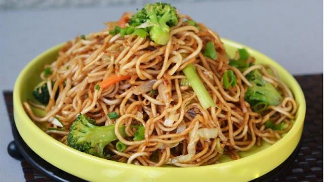 How to make Hakka Noodles at Home