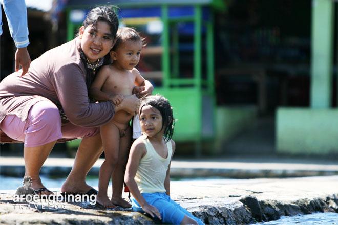 ibu dan anak pemandian cikoromoy pandeglang banten