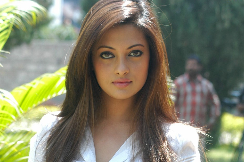 Riya Sen - Artis Bollywood Tercantik dan Terpopuler di Dunia