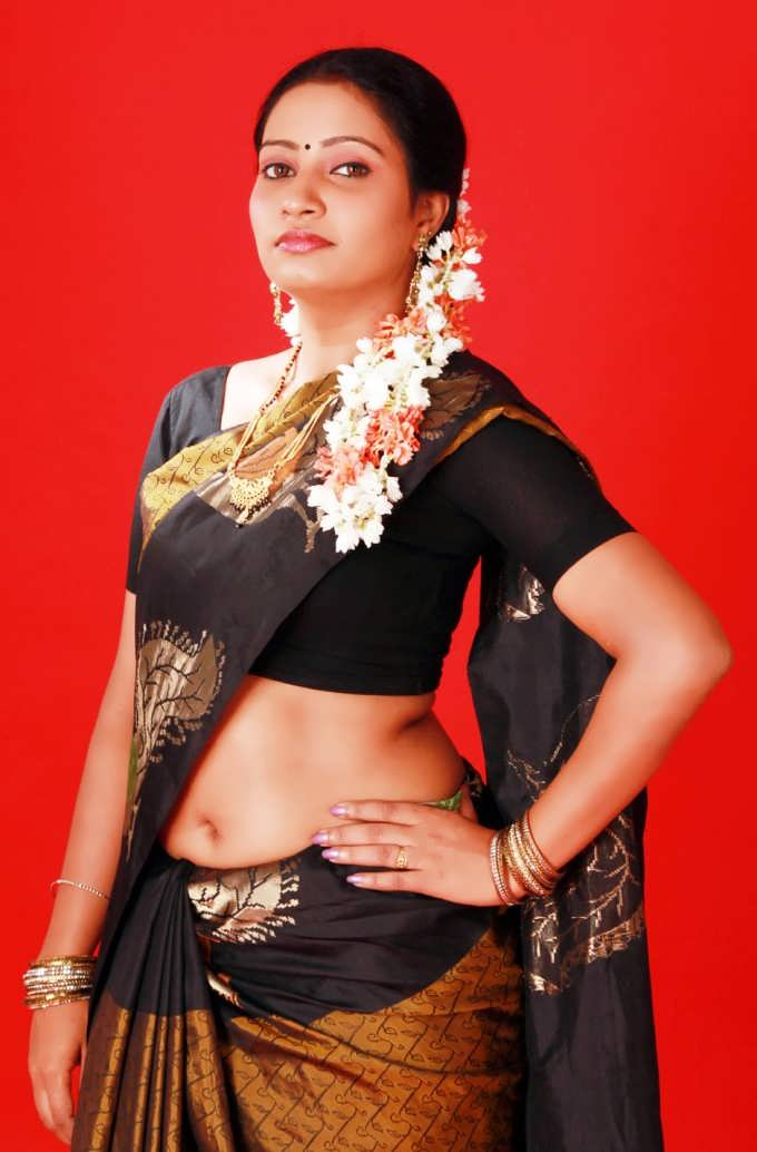 Bgrade Actress Naisa In Saree Spicy Pics Naisa Hot Navel Show