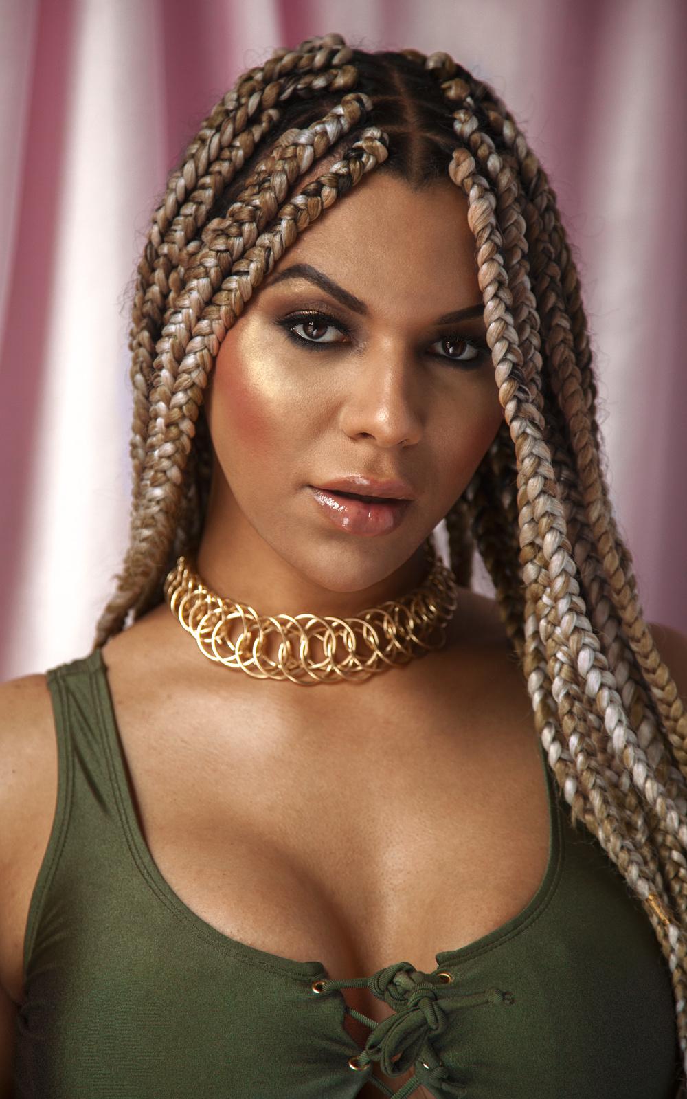 L'Oréal demite modelo transexual após dizer que 'brancos são racistas'