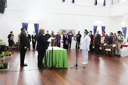 Klemen Tinal Lantik Anton Tonny Mote Jadi Penjabat Bupati Nabire