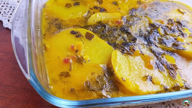 Patatas con salsa de azafrán y mantequilla