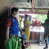 Babinsa Dan Kades Pattopakang Bersama UPT Puskesmas Berikan Sembako Pada Warganya Terdampak Covid-19