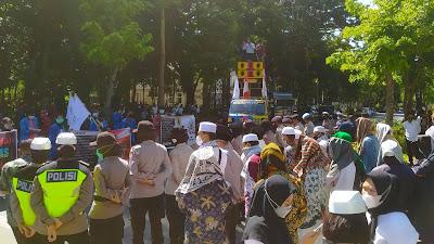 Ikut Jaga Demo Hardiknas dan Hari Buruh di Lotim, Sejumlah Tuan Guru Diceramahi Aktivis