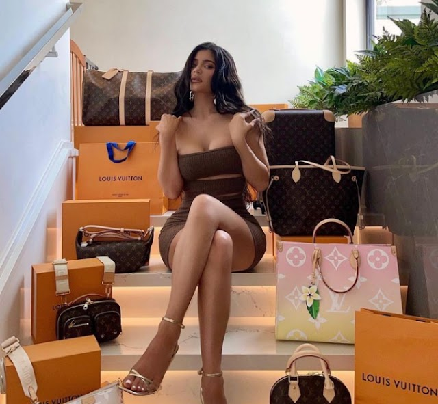 Enter Kylie Jenner preloaded credit card draw and win upto $80,000.