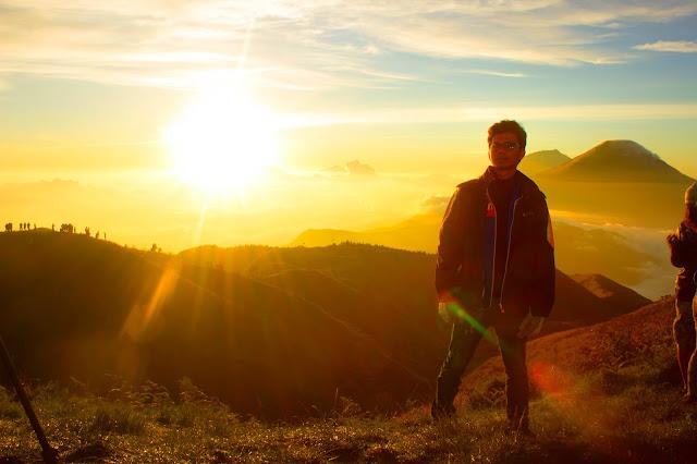 Gunung Prau - Golden Sunrise Terbaik di Pulau Jawa