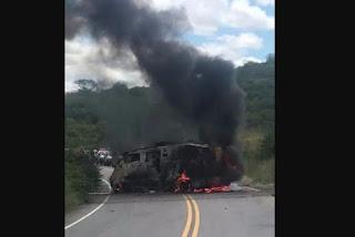 Bandidos explodem carro-forte em rodovia no interior do Estado