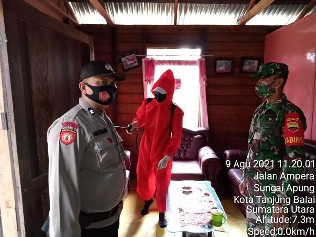 Personel Jajaran Kodim 0208/Asahan Dampingi Petugas Kesehatan Laksanakan Trecer Pada Keluarga Yang Terkonfirmasi Covid-19