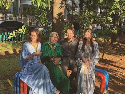 Laura Abbas Jackson dan Keluarga
