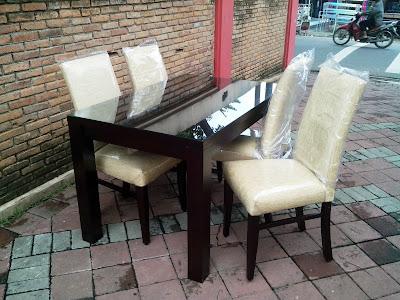 Nyamannya Belanja Meja Kayu di Ikea