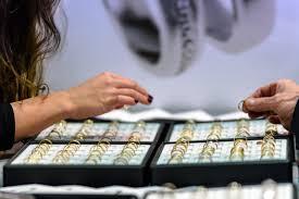 Menjual Perhiasan Anda [Pegadaian]