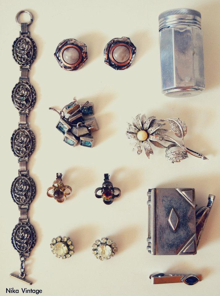 pulsera, pendientes, mechero libro, complementos antiguos, bisuteria antigua, botones pedreria, bote aluminio