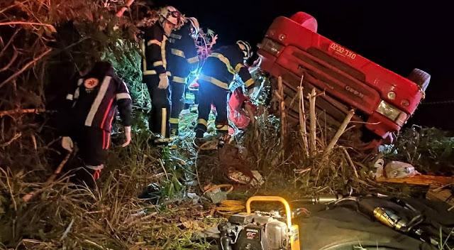 Bombeiros do 17º GBM resgatam motorista na BA 463 em São Desidério
