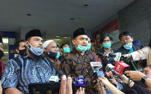 Rekening Dibekukan, FPI: Uang Hasil Jual Lobster kah? Hasil Rampok Dana Bansos kah?