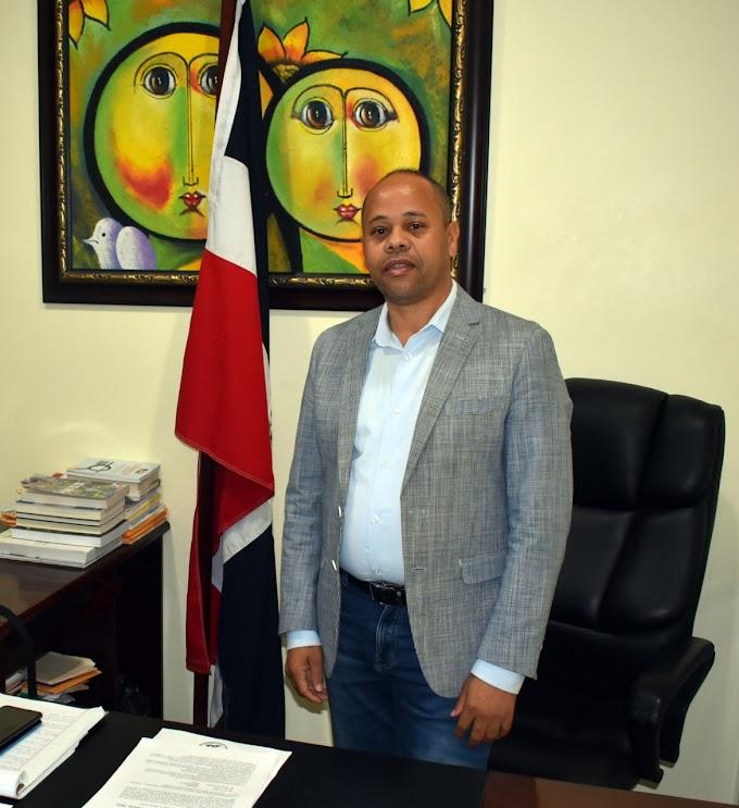 Director  regional de Azua valora positiva las iniciativas  del Ministro  de Educación