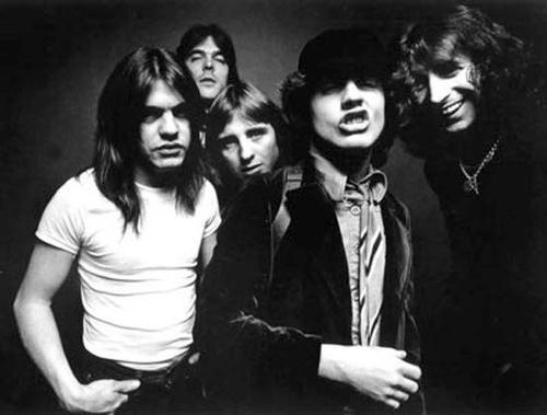 """AC/DC: """"Great Balls"""" la primera canción escrita por un robot"""