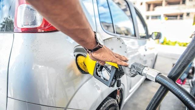 Encher o tanque com gasolina já custa mais de R$ 400; veja preços por carro