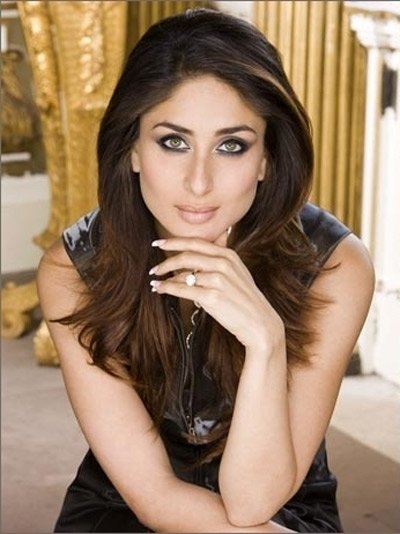 Kareena Kapoor's nail biting habit - Kareena Kapoor flaunting her well-manicured hands and immaculately done nails