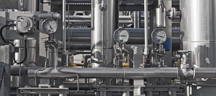 Lazo de control instalado en una planta industrial
