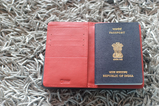 passport holder urby wallet review