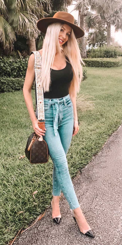 21 Fabulous Fall Outfit Ideas to Start Fall with Style. From work to brunch to date-night, you'll be falling for these ideas that will suit your every need. Women's Style + Fashion via higiggle.com | jeans outfits | #fall #winter #outfits #jeans