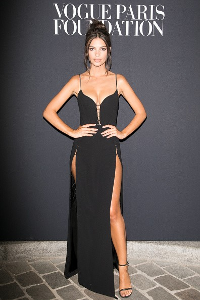 Emily Ratajkowski Flaunts Her Cleavage at Haute Couture Fashion Week In Paris