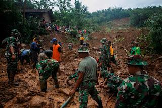 Innalilahi .. 11 Korban Longsor Di Purworejo Belum Ditemukan - Commando