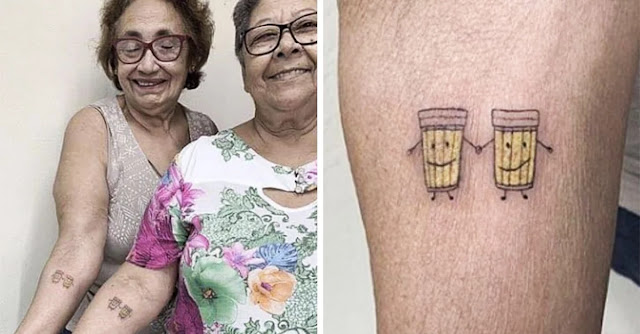 Ellas celebran 30 años de amistad ¡Tatuándose un par de cervezas!