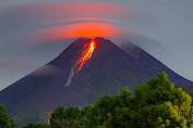 Gunung Merapi Perlihatkan Awan Panas