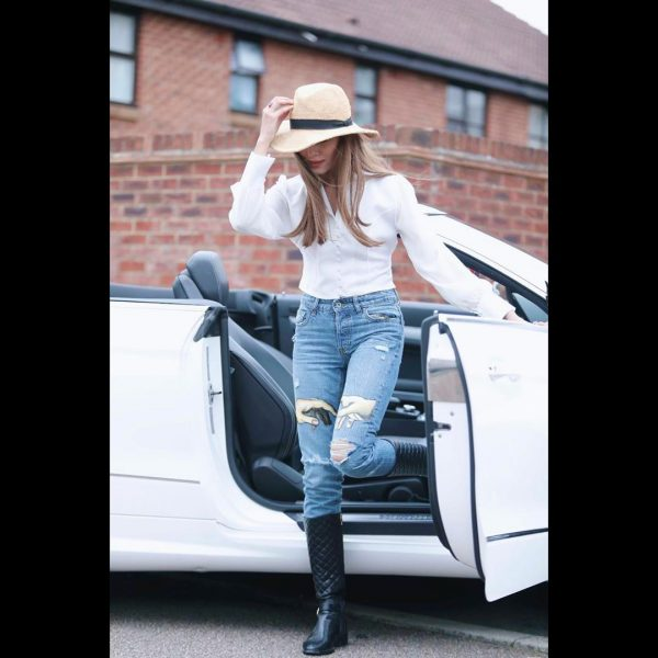 Nimra Khan Enjoying Ful time in London   Awesome Pictures