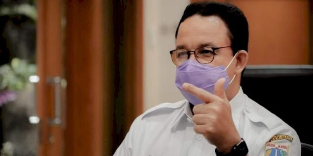 Anies Bagikan Bansos Warga tanpa Syarat Vaksinasi Covid-19