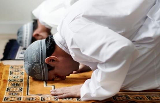 Teks Bacaan Niat Shalat Idul Adha Imam, Makmum Dan Sendirian Arab Latin Dan Terjemahannya