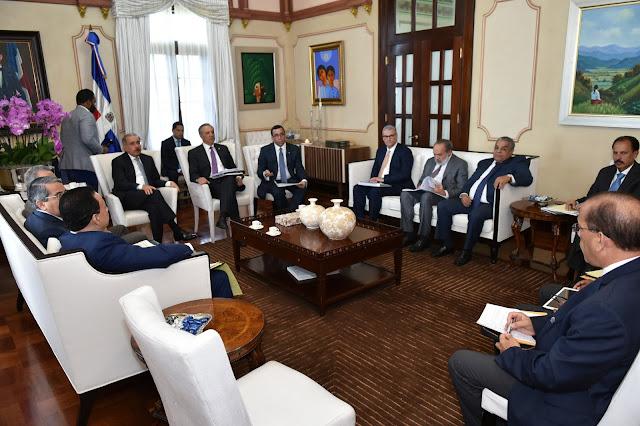 Danilo Medina encabeza reunión de seguimiento construcción escuelas y estancias infantiles