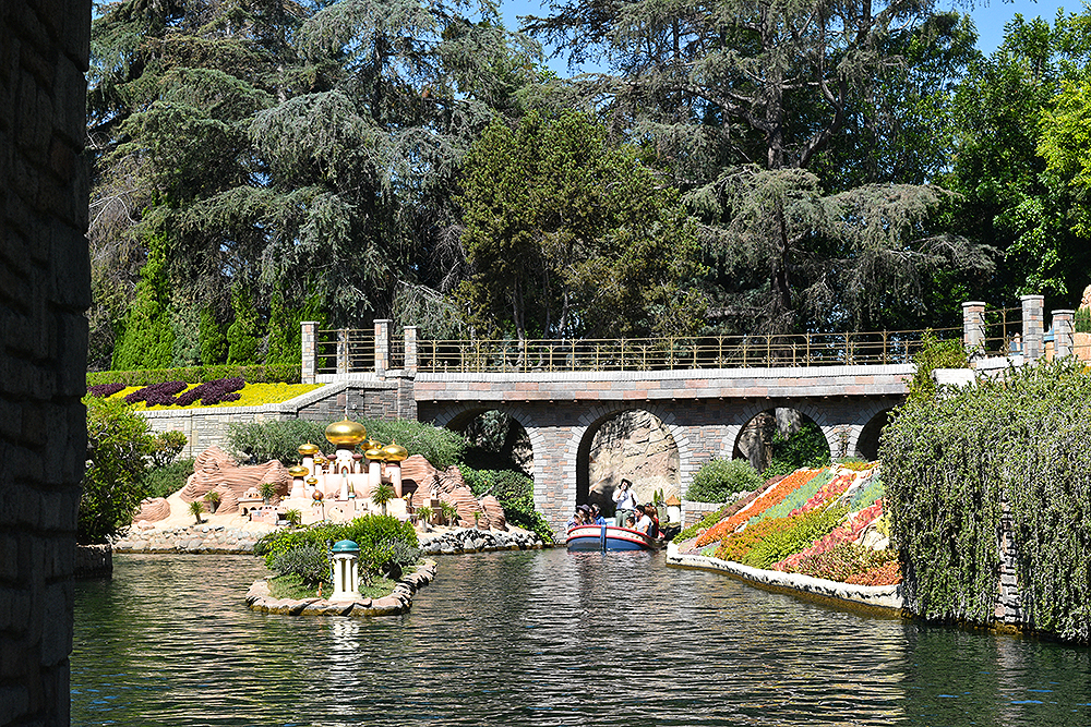 DisneylandAnaheim, California, Travel