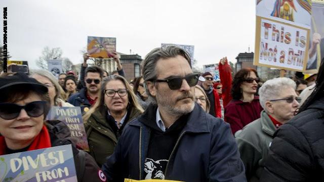 اعتقال خواكين فينيكس بطل فيلم الجوكر في احتجاجات ضد تغير المناخ