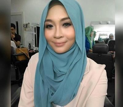 Foto berhijab Siti Nordiana