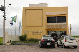 Bandidos invadem residência em Santa Clara e assaltam casal de idosos  http://vnoticia.com.br/noticia/3256-bandidos-invadem-residencia-em-santa-clara-e-assaltam-casal-de-idosos