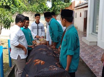 Santri RIAB Belajar Ketrampilan pengurusan Jenazah (Tajhiz Mayit)