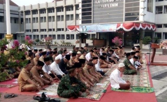 Pemkab Muara Enim Menggelar Sholat Istisqa dan Doa Bersama Meminta Hujan