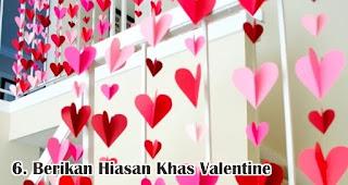 Berikan Hiasan Khas Valentine merupakan salah satu tips membuat dekorasi valentine romantis dengan mudah