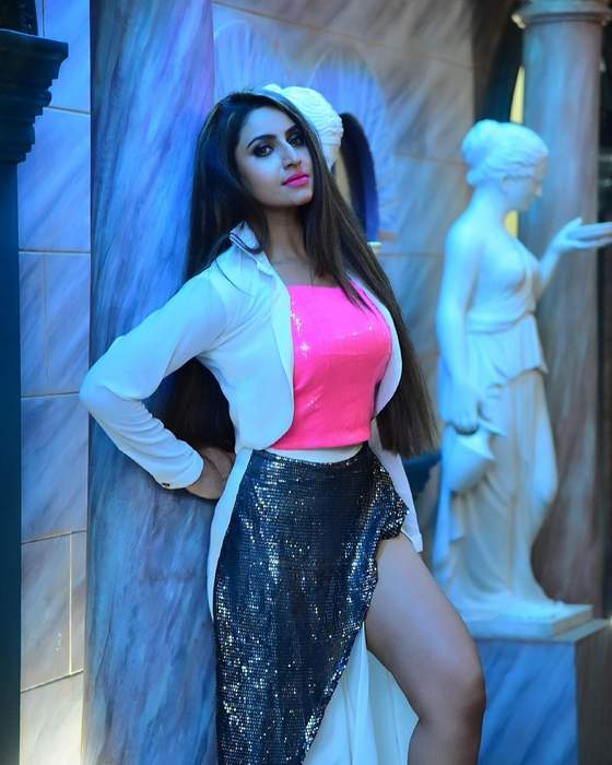 Debjani Deghuria looks sexy and seductive in these glamorous pictures